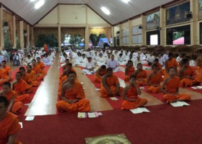 In the evening, they will come to chant and practice meditation and Vipassana at Wat Sriboonruang